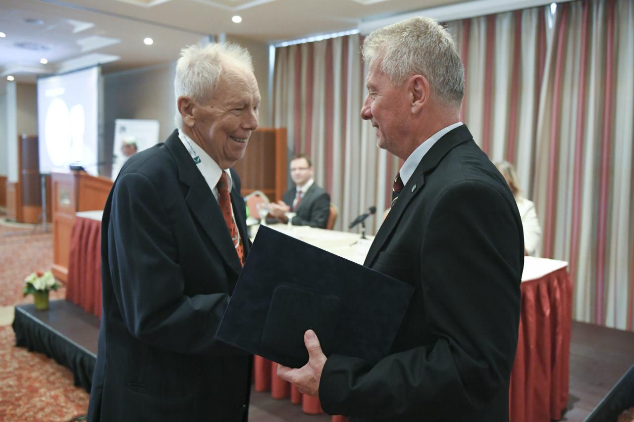 Dr. Nagy Gábor átveszi a Dr. Bartók Nagy András Életműdíjat